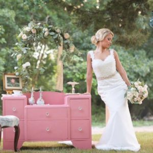 Hair: Montanna Rae. Makeup: Wendy Zerrudo. Flowers: Petals Couture. Photos: Alyssa Turner Photography. Furniture: The Prop Marriage. Location: Avalon Legacy Ranch